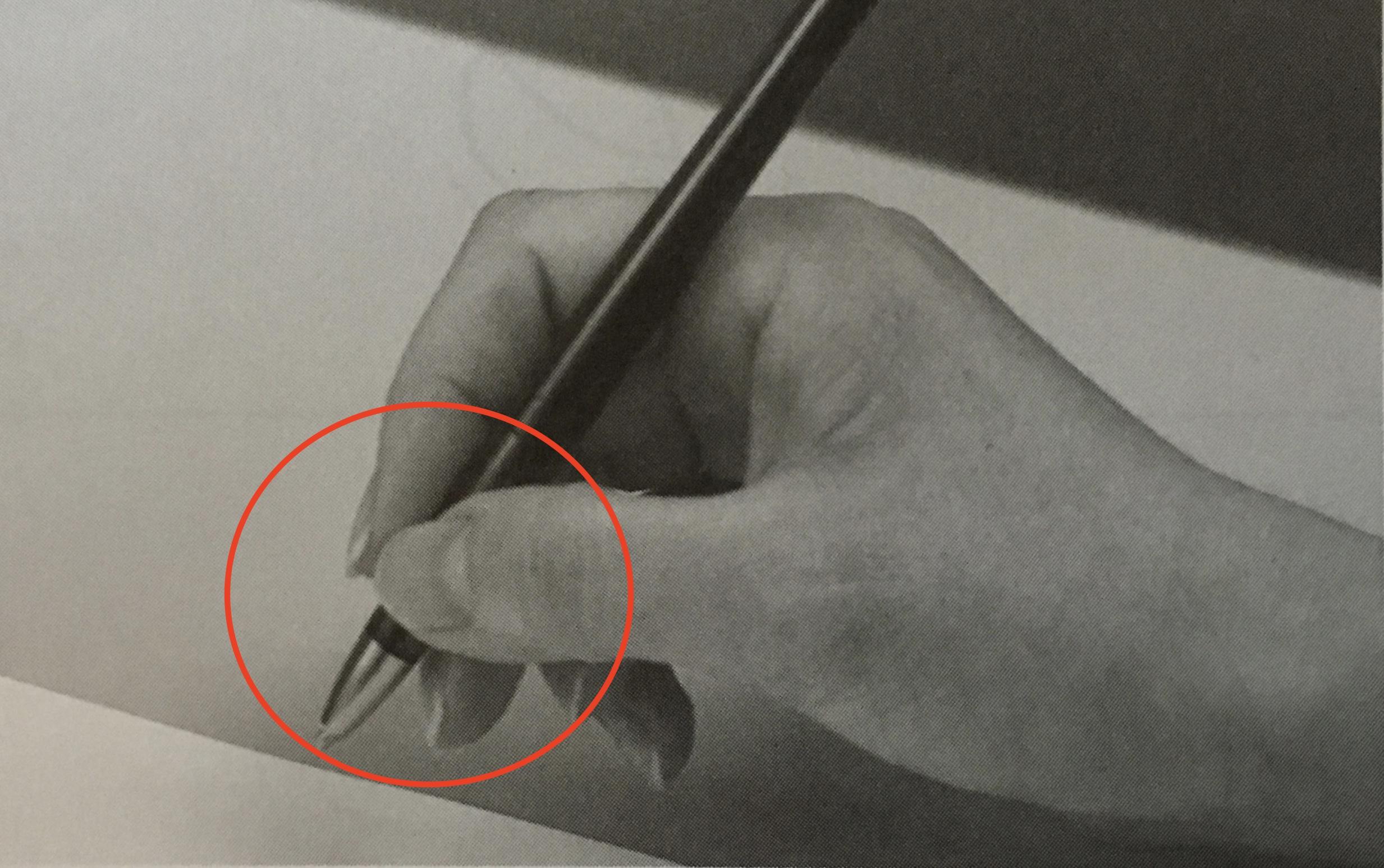 ペンの持ち方(指の配置)